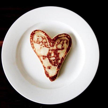 SURPRENEZ VOTRE VALENTIN AVEC UN PETIT DÉJEUNER ROMANTIQUE AU LIT. 6 IDÉES ORIGINALES RÉALISÉES AVEC AMOUR